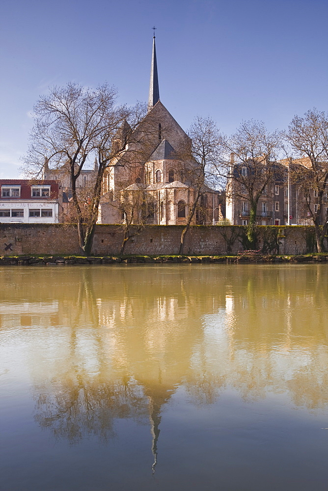 Eglise Sainte Radegonde reflected in the River Vienne, Poitiers, Vienne, Poitou-Charentes, France, Europe