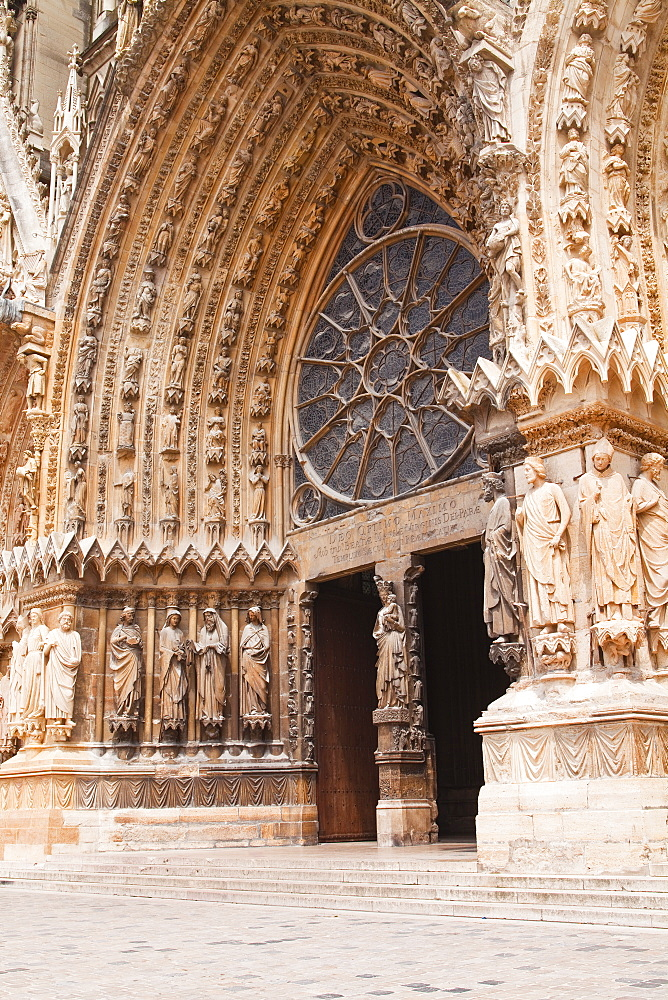 The main entrance to Notre Dame de Reims cathedral, UNESCO World Heritage Site, Reims, Champagne-Ardenne, France, Europe