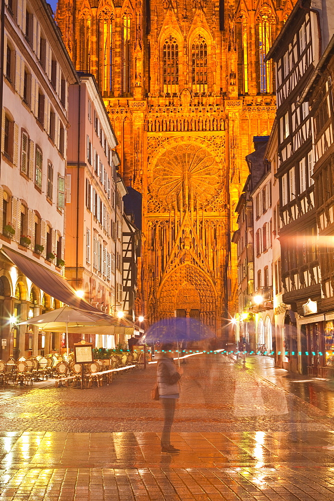 Rain soaked streets in front of Strasbourg cathedral, Strasbourg, Bas-Rhin, Alsace, France, Europe