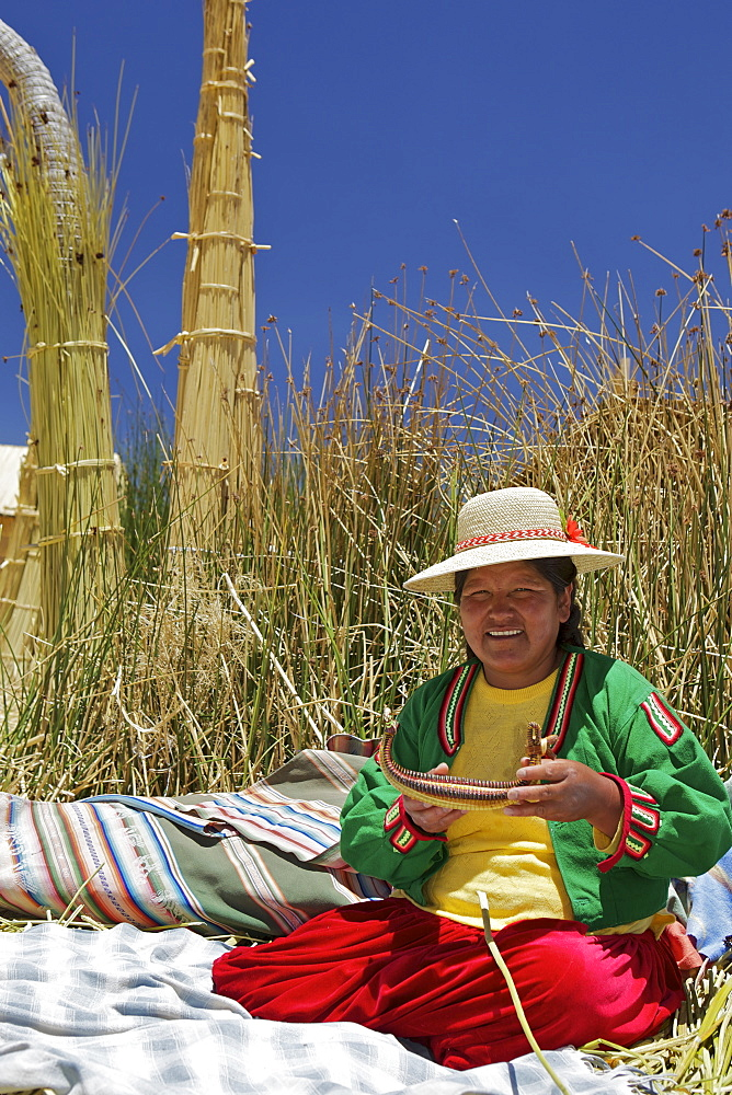 Portrait of a Uros Indian woman, Islas Flotantes (Floating Islands), Lake Titicaca, Peru, South America - 851-26