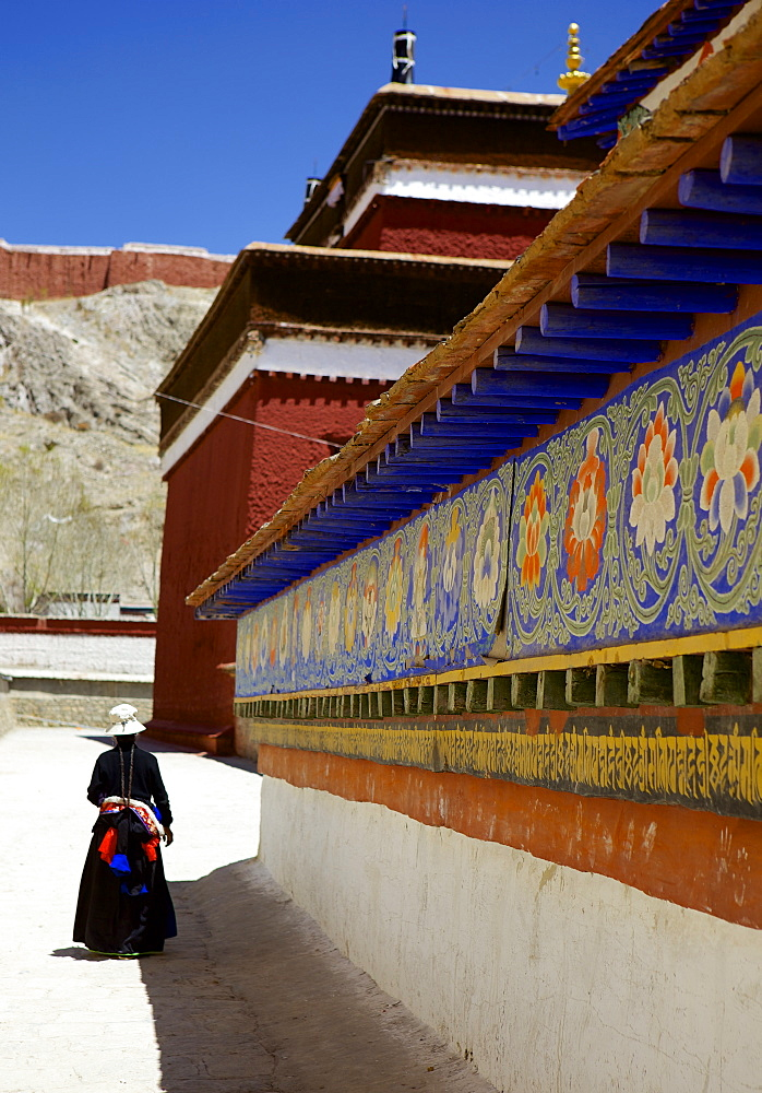 Tibetan Pilgrim circling the base of Kumbum chorten (Stupa) in the Palcho Monastery at Gyantse, Tibet, China, Asia