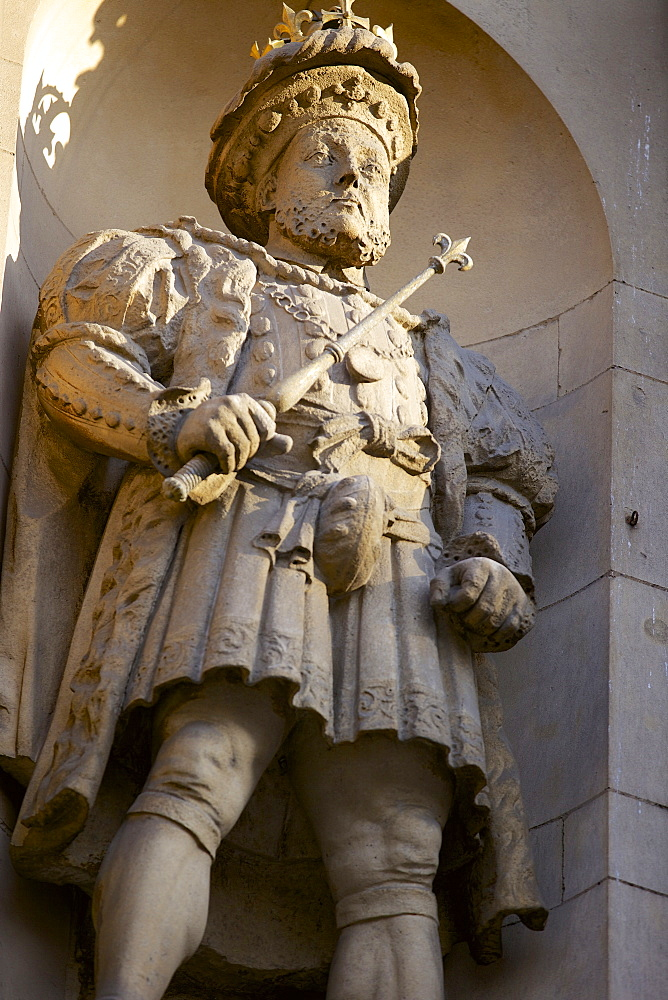 Henry VIII Statue at the Gatehouse of St. Bartholomews Hospital (Bart's) in West Smithfield, London, England, United Kingdom, Europe