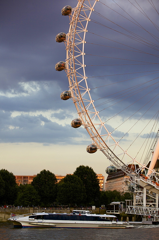 London Eye (Millennium Wheel) and the River Thames in evening light, London, England, United Kingdom, Europe - 851-597