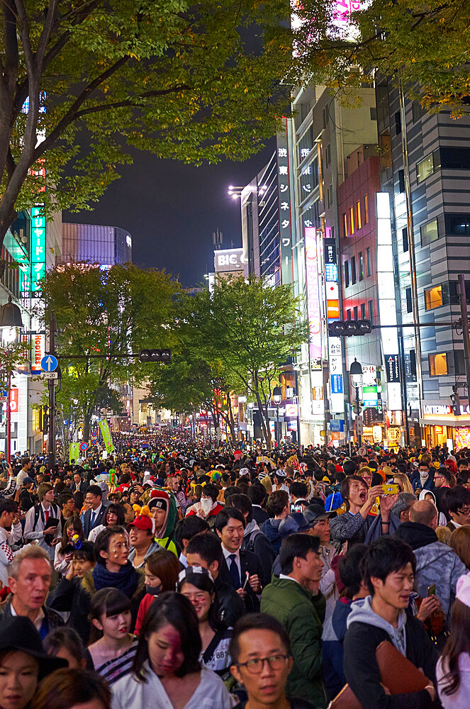 Crowds of people during theHalloween celebrations in Shibuya, Tokyo