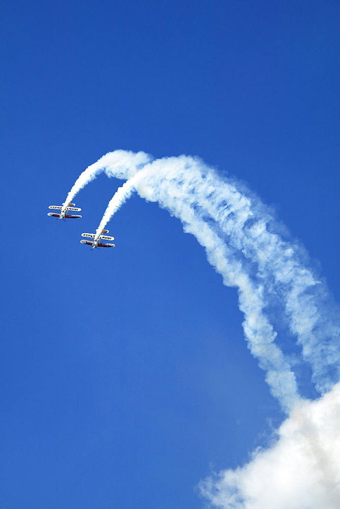 An aerobatic flight team performs at the 2005 Sun-n-Fun Airshow in Lakeland, FL