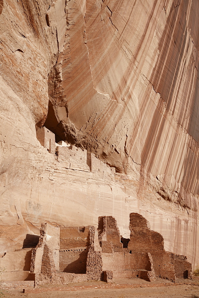 White house ruins located in Canyon de Chelly National Monument, Arizona.