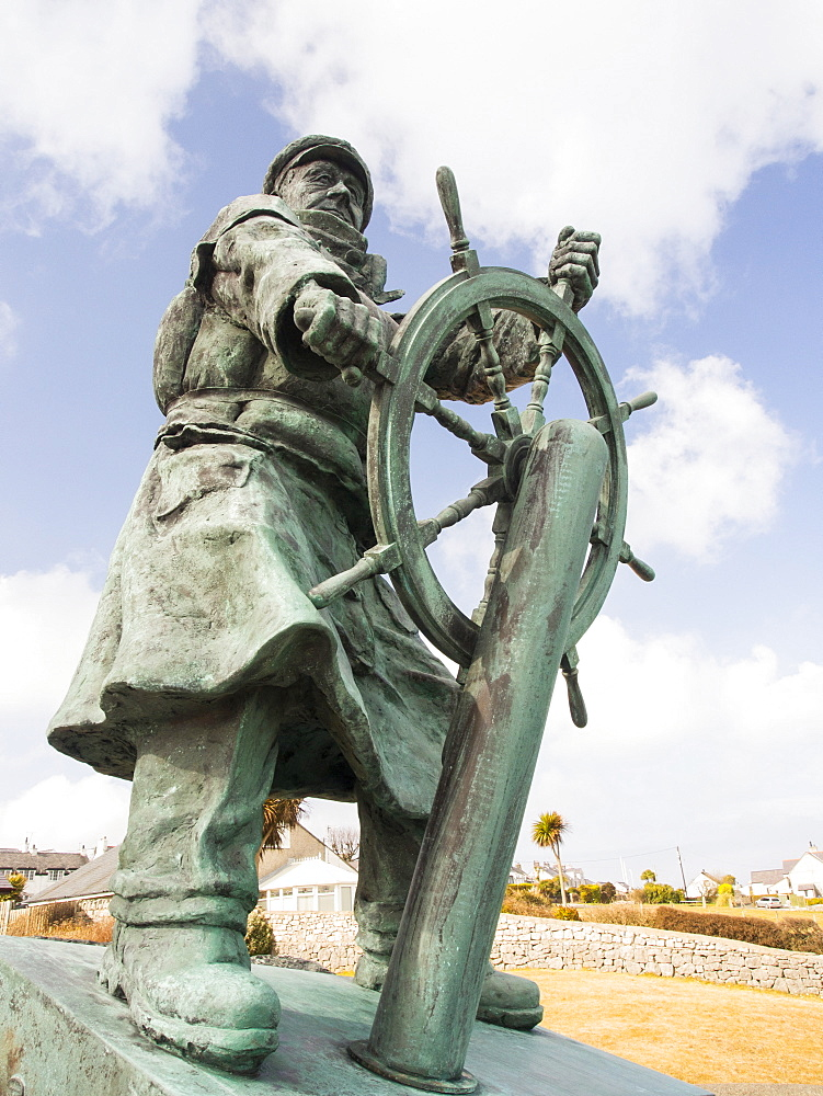 A bronze statue to Dick Evans the coxswain of the Moelfre lifeboat, on Anglesey, Wales, United Kingdom, Europe