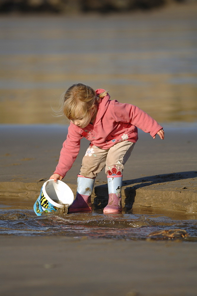 Young girl, Whitesands Beach, St Davids, Pembrokeshire, Wales, UK, Europe