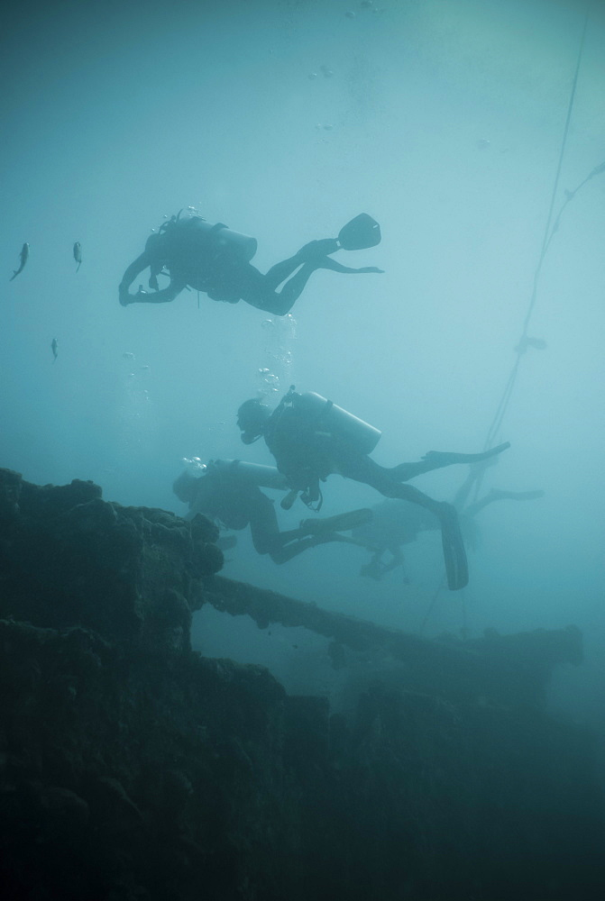 Scuba divers wreck diving, Southern Thailand, Andaman Sea, Indian Ocean, Southeast Asia, Asia - 921-1328