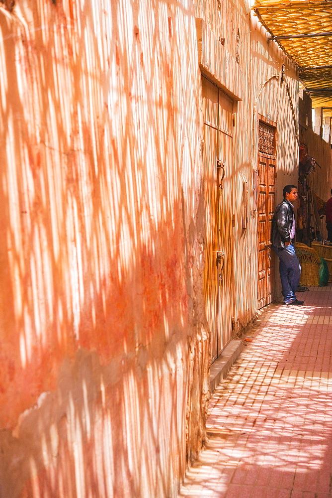 10/04/2009. Moroco, Agadir, Taroudant, souk corridor. Taroudant, Souks, Agadir. Morocco