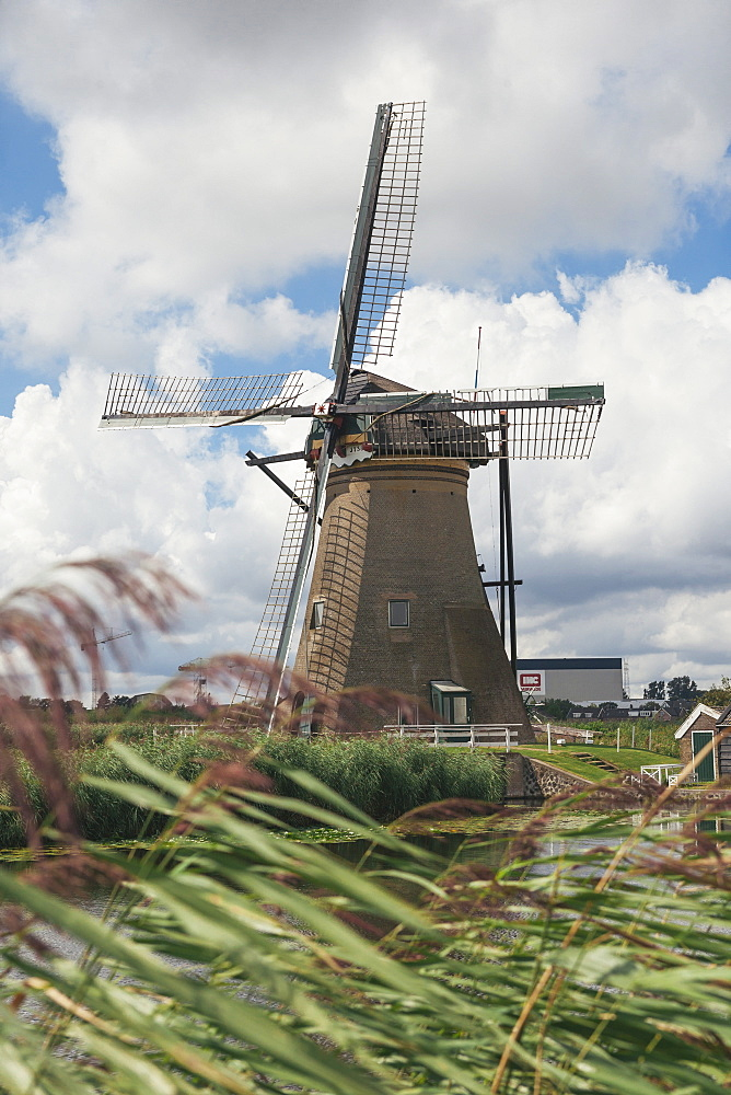Canal and windmills, Kinderdijk, UNESCO World Heritage Site, South Holland, The Netherlands, Europe  - 974-372