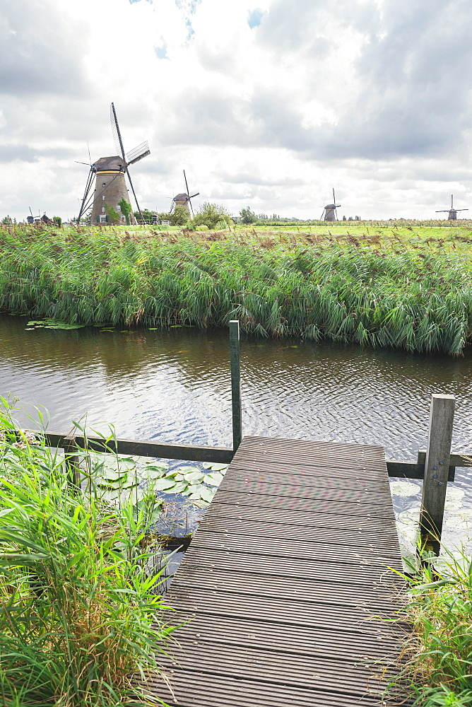 Canal and windmills, Kinderdijk, UNESCO World Heritage Site, South Holland, The Netherlands, Europe  - 974-373
