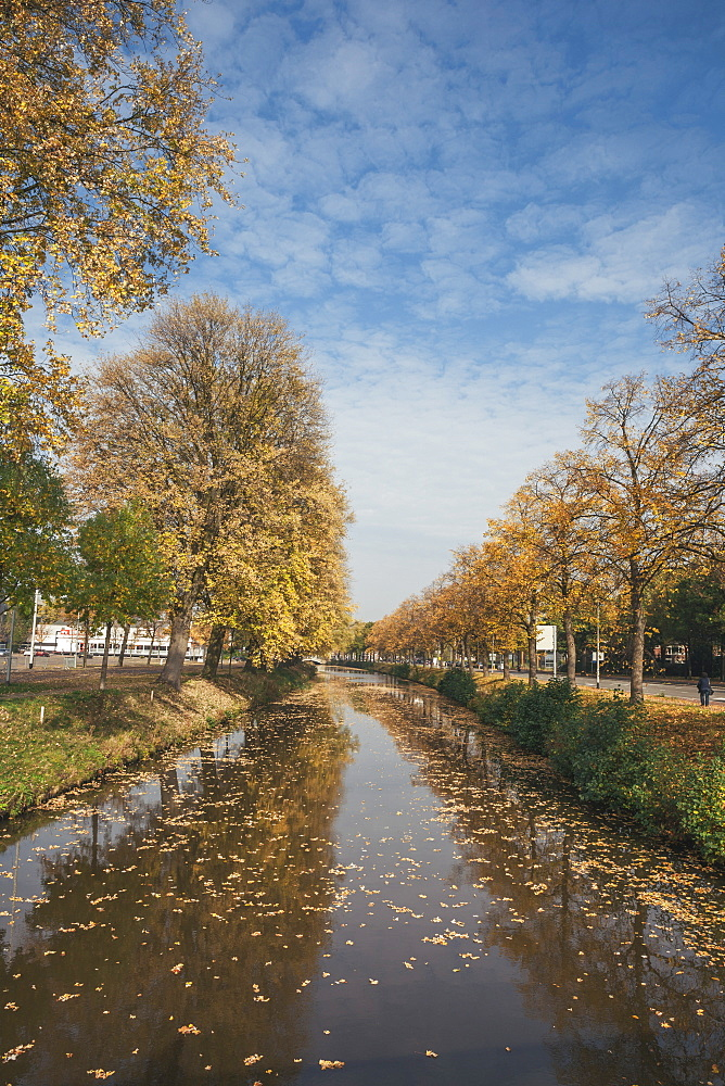 The Singel (Canal), which surrounds the city of Breda, North Brabant, The Netherlands (Holland), Europe  - 974-379