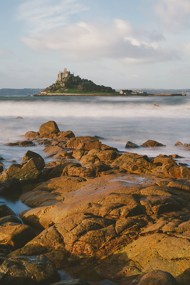 Rocky shoreline and St. Michaels Mount, early morning, Cornwall, England, United Kingdom, Europe  - 974-393