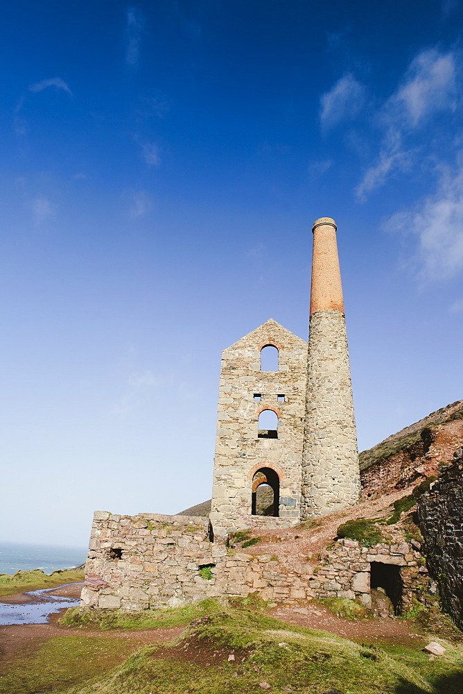 Towan Roath Engine House at Wheal Coates Tin Mine, UNESCO World Heritage Site, St. Agnes, Cornwall, England, United Kingdom, Europe  - 974-395