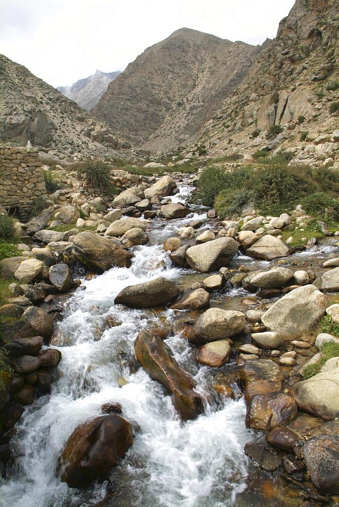 Mountain River. Mountain and Clouds. Himalayas, Tibet. - 986-116