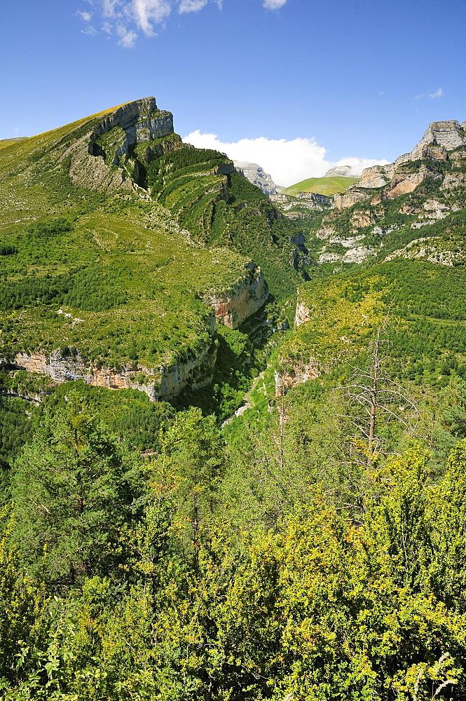 Anisclo Canyon and eroded karst limestone Mondoto peak, Ordesa and Monte Perdido National Park, Huesca, Aragon, Spain, Europe