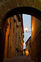 An early morning view through a stone arch in the hilltop town of Pienza, Val d'Orcia, UNESCO World Heritage Site, Tuscany, Italy, Europe