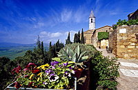 View at a church in the sunlight, Via dell´Amore, Pienza, Val d´Orcia, Tuscany, Italy, Europe