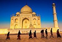 People walking to pray in front of the Taj Mahal, UNESCO World Heritage Site, Agra, Uttar Pradesh, India, Asia