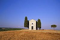 Vitaleta Christian chapel near Pienza, Val d'Orcia, Siena Province, Tuscany, Italy, Europe
