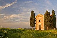 Chapel Madonna di Vitaleta, Val d'Orcia, near Pienza, Tuscany, Italy, Europe