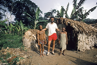 Zaire Ituri Forest. Robert Bailey, anthropologist with his pygmee friends and subject, Ngodi Ngodi.