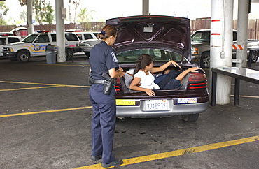 Illegal aliens in trunk of car