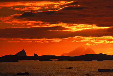 Shackleton Mountain & vicinity at sunset