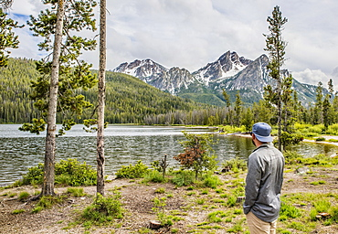 Looking at Lake Stanley and the Sawtooth Mountains