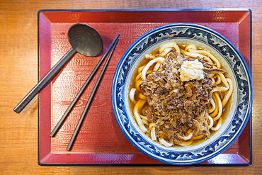 View from above of udon noodles with beef