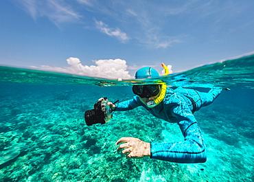 Photographer underwater, Komodo, Nusa Tenggara Timur, Indonesia - 857-95789