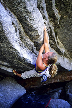 Senja Palonen bouldering under Gibbs Cave in the Apron Boulders below the Grand Wall. Squamish, British Columbia.