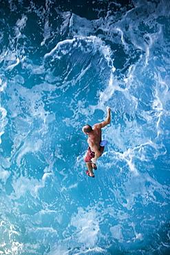 Toni Lamprecht falls while rock climbing, deep water soloing in Mallorca, Spain.