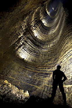 Looking up the main shaft in Miao Keng.