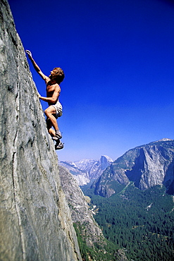 Tim O'Neil free climbing East Buttress on El Capitan in Yosemite National Park, California.