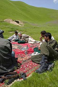 Members of a wildlife survey team, student Zalmai Moheb and team leader George Schaller, discuss  wildlife with   Kuchi nomads while policeman accompanying the team look on, in the range lands near the Turkmenistan border, Kushk-i Kuhna district, Herat Province, Afghanistan