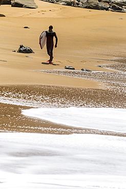 Bodyboarder walking
