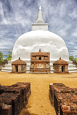 Sri Lanka, ancient city of Polonnaruwa, view of 12th century Kiri Vehera stupa