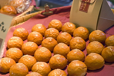 Tray of japanese buns in a street market, Kyoto japan