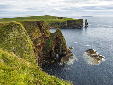 Rugged Cliffs And Sea Stacks Along The Coastline, Duncansby Head, Scotland