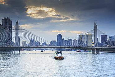 Dinner Cruise Along Pearl River Enjoying Guangzhou Skyline, Guangzhou, China