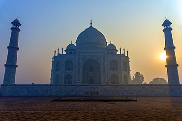 Sun Rising Behind One Of The Minarets Of The Taj Mahal Without A Cloud In The Sky, Agra, Uttar Pradesh, India