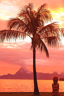 Sunset over moorea from sofitel maeva beach resort near papeete, Tahiti nui society islands french polynesia south pacific