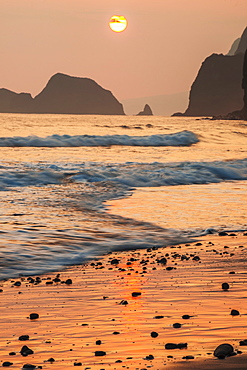 Morning Sun And Surf At Pololu Valley, Island Of Hawaii, Hawaii, United States Of America