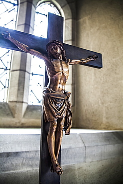 Altartop crucifix in crypt prayer alcove, York, England