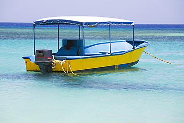 Tourboat in the sea, West Bay Beach, Roatan, Bay Islands, Honduras