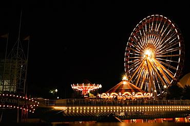 Ferris wheel lit up at night, Navy Pier Park, Chicago, Illinois, USA