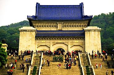 Large group of people standing in front of a mausoleum, Sun Yat Sen Mausoleum, Purple mountain, Nanjing, China