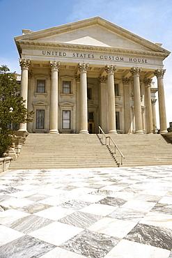 Low angle view of a government building, U.S. Customs House, Charleston, South Carolina, USA